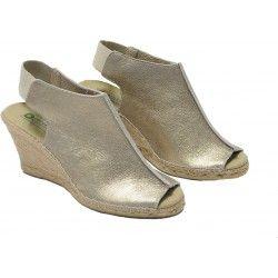 Anabela peep toe abotinada, prata Velho, para curtir o fim de semana com muito estilo e conforto.