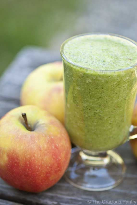 Clean Eating Cinnamon Apple Smoothie 1 cup chopped, sweet apple 1 cup raw spinach 1 cup unsweetened almond milk 1/2 teaspoon ground cinnamon