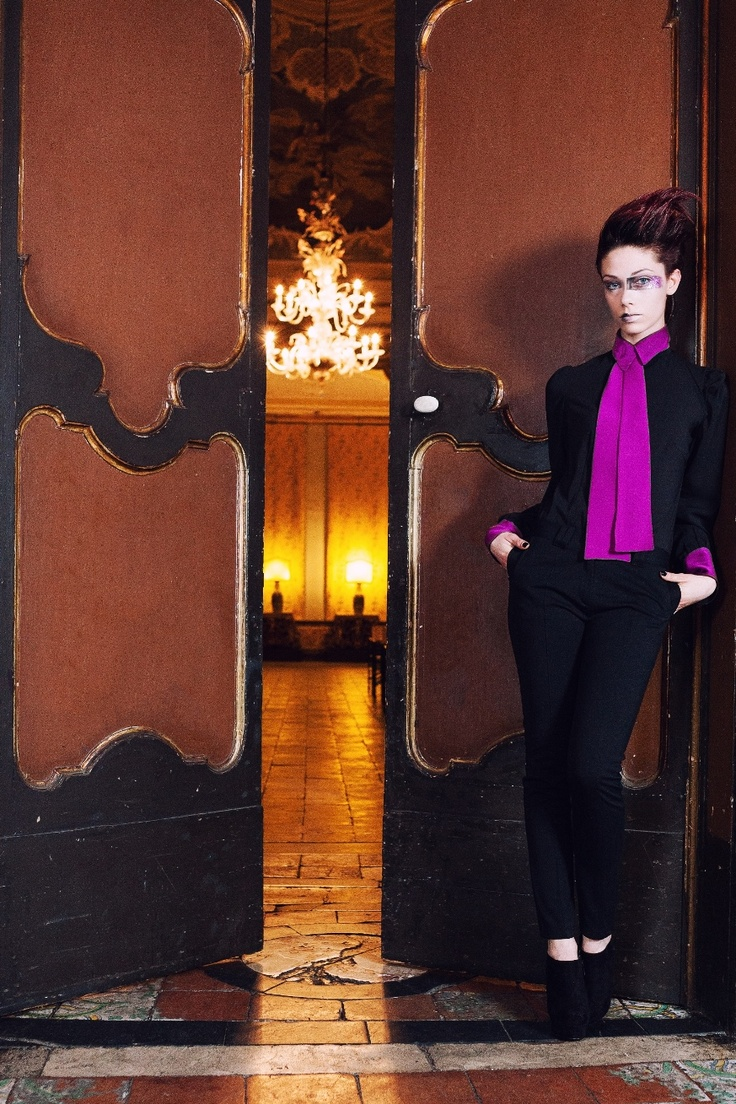 COPYRIGHT © 2013 russosalvatore.it     ELEGANT MODERN DANDY    The woman dandy fall / winter 2013-14 ....... aristocratic, clean, reserved. Top of gold, as reflections of the moon, resting on a bed of sea and able to lull you off for a second life. Silk shirt with cuts in fuchsia, collar and cuffs, the surrounding air of a mischievous and masculine.