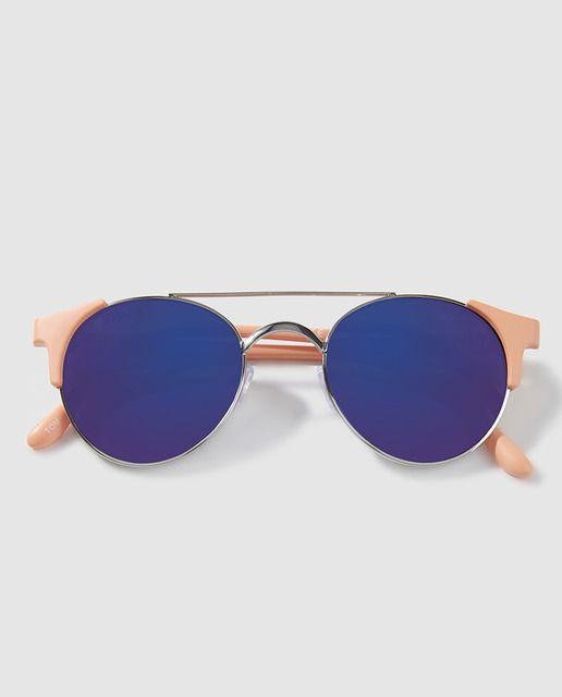 Gafas de sol en color coral y lentes azules