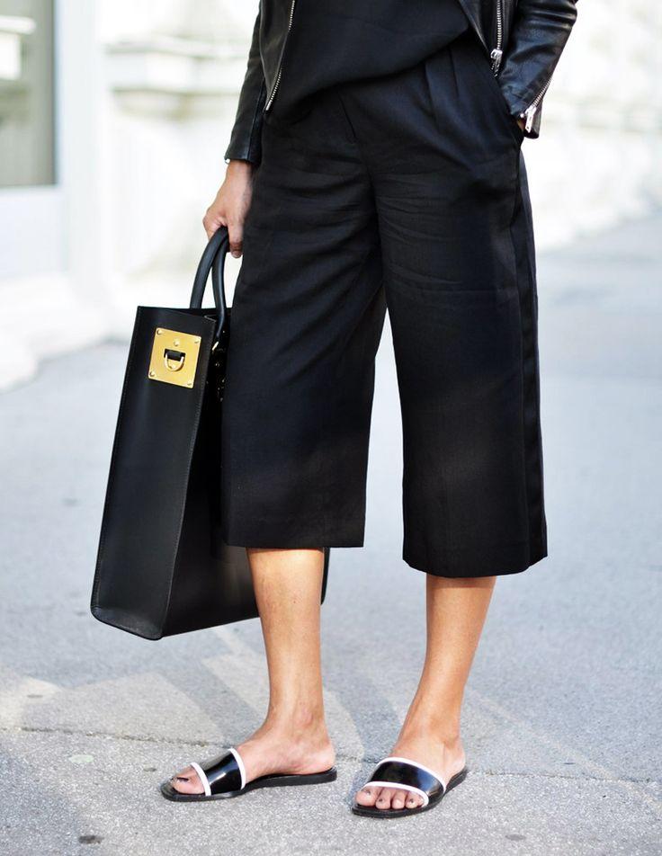 Hay un modelo de sandalias que por fin ha desplazado a las omnipresentes flip-flops como sandalia imprescindible en verano para ir cómoda y con los pies fres...