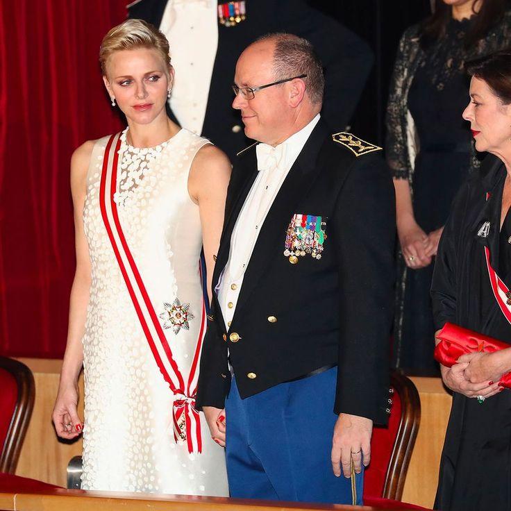 Charlène et Albert main dans la main au gala de la fête nationale