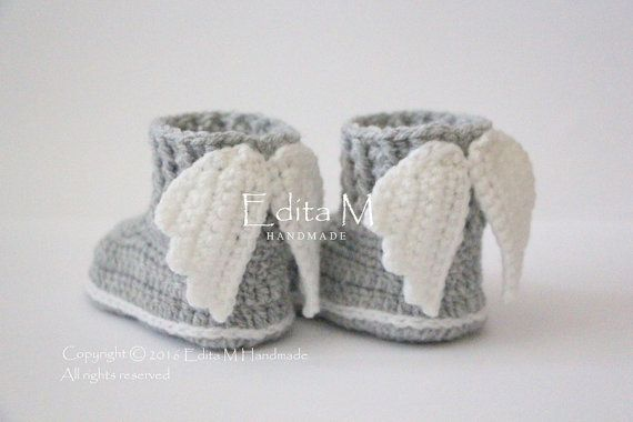 Crochet baby booties, baby shoes, boots, wings, shoes with wings, angel, white, FREE SHIPPING, 6-9 months, baby shower gift, idea