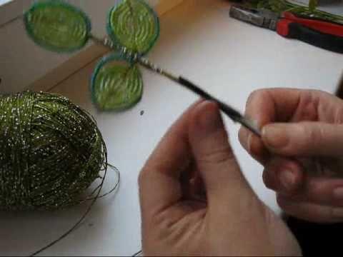 http://www.beadsky.com http://mybeadedjewelry.blogspot.com/ http://twitter.com/gorod_talantov Французские цветы из бисера - видео урок как их сделать