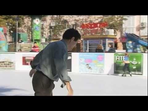 La firma sevillana Xtra-ice que ha desarrollado una fórmula con la ayuda del CSIC y la Universidad de Sevilla para que el polietileno del que están hechas las placas de las pistas de patinaje sobre hielo se autolubrique logrando un efecto muy similar al hielo convencional.    Nos encanta el patinaje sobre hielo - La Nevera Pista de Hielo, Majadahonda, Madrid