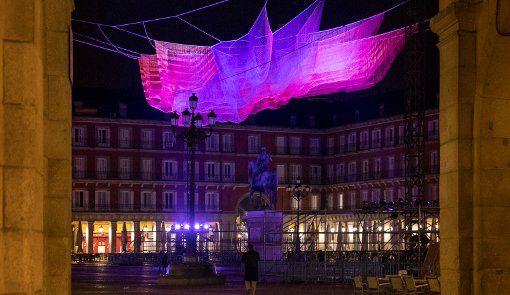 La Plaza Mayor de Madrid cae en la red de Janet Echelman