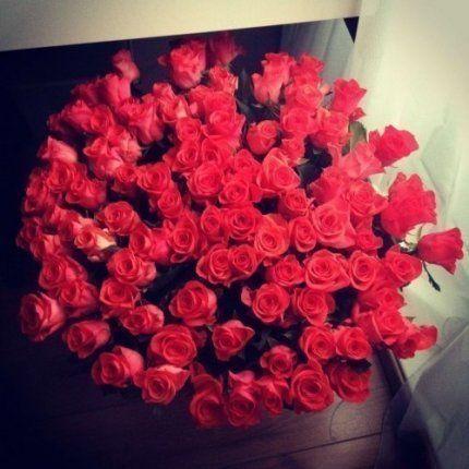Нет девушек, которые не любят цветов. Есть мужчины, которые так считают.