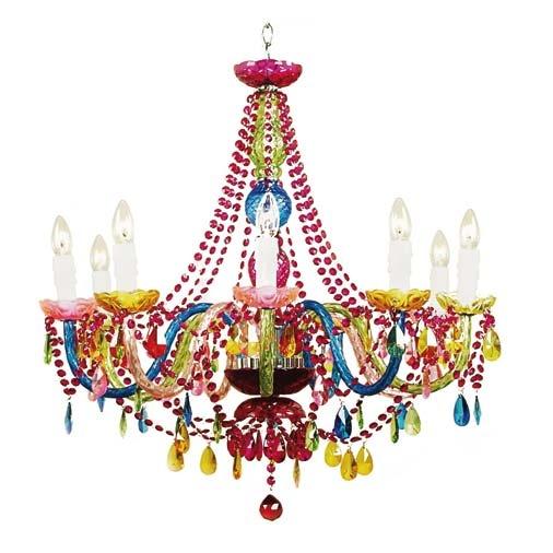 Multicolorido, este candelabro de acrílico e vidro tem nove braços. Com 15 kg de peso e 80 cm de diâmetro, a peça vale R$ 1.480 na Oren.