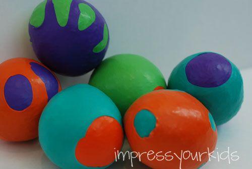 jongleerballen van ballonnen en rijst. leuk