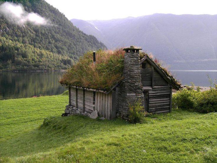Къща с покрив от зеленина в Норвегия.