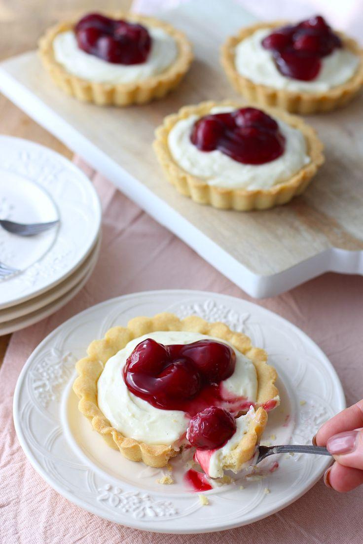 Deze heerlijke MonChou tartelettes komen uit het Laura's Bakery bakboek. Een aanrader voor iedereen die van bakken houdt of het graag wil leren. // Francesca Kookt