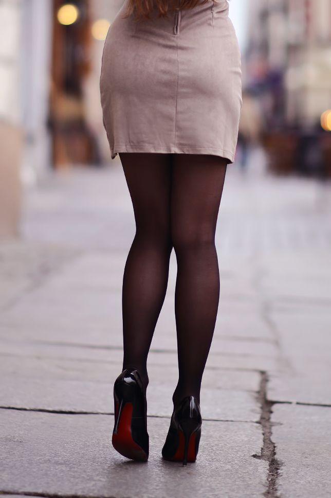 ...help! I have nothing to wear! - kobiecy blog o modzie / by Ari_Maj: Zamszowa krótka sukienka, czarne rajstopy, lakierowane szpilki i złoty zegarek