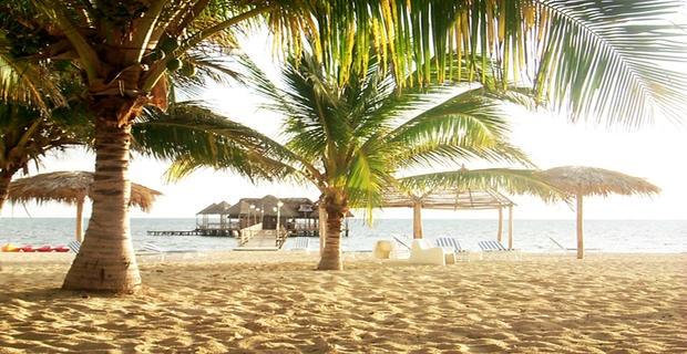 Gran Club Santa Lucia   Santa Lucia Camaguey, Cuba  L'Hôtel Gran Club Santa Lucia, est un comple de 4 étoiles tout inclus. Il est situé sur la plage de Santa Lucia, célèbre pour sa beauté. Il est entouré par un environnement naturel très joli avec de nombreux jardins et des espaces communs qui sont particulièrement accueillant.