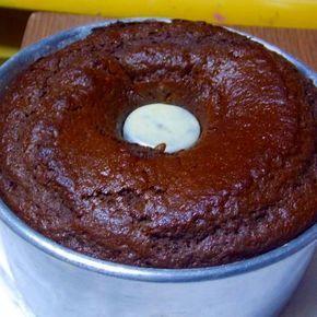 Receita de Bolo de Chocolate de Liquidificador - 1 colher (sobremesa) de essência de baunilha ou de chocolate, 3 ovos, 1 colher (sopa) de fermento em pó, 10...