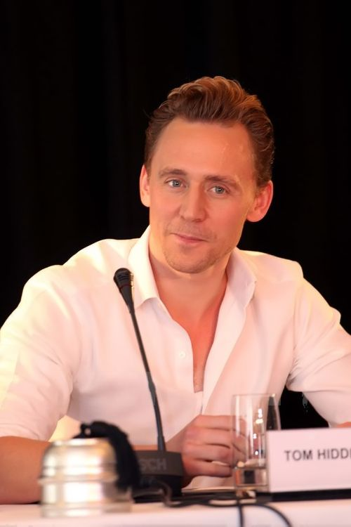 Tom Hiddleston attends a press conference for the Vietnam location filming of 'Kong Skull Island' in Hanoi on February 21, 2016. Source: http://www.weibo.com/1846858632/DiSfCCs7h?from=page_1005051846858632_profile&wvr=6&mod=weibotime&type=comment#_rnd1456083876142 Full size image: http://ww4.sinaimg.cn/large/6e14d388gw1f170a3em4aj20ic0m20ub.jpg