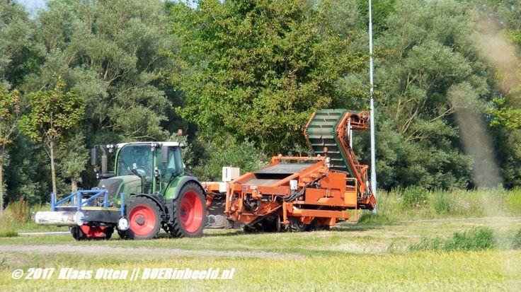 Schitterend weer, de boeren zijn druk aan het werk op het land!