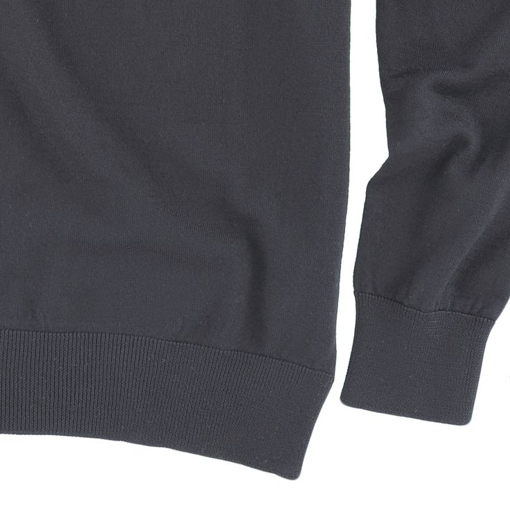 maglia modello GIOTTO, colore nero, disponibile nelle taglie M-L-XL-XXL, lana merinos extra-fine, 100% made in italy