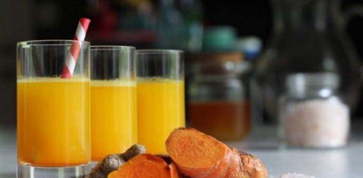 De specerij kurkuma, ook wel geelwortel genoemd, wordt veel gebruikt in de oosterse keuken. Zo zit zij bijvoorbeeld in kerrie. Wat kurkuma heel bijzonder maakt, is het hoofdbestanddeel ervan: curcumine. Deze stof heeft namelijk een antikankerwerking. In Azië zweren ze er al jaren bij en drinken ze het ook in thee. Kurkuma is één van de krachtigste natuurlijke producten dat goed is tegen een groot aantal verschillende gezondheidsproblemen zoals depressie, artritis, buikpijn, diarree…