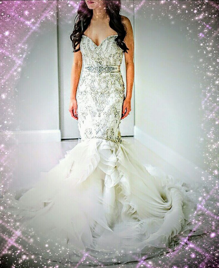 """Marcella's La Boutique exquisite #couture """"SUMMER SAMPLE SALE"""" continues just for 2 more weeks only until the end of this month @ Sept 30. One of the sample sale #weddingdress, including 50% off, features an ivory #embroidered #Swarovski #Crystal, #Opaline beaded #fitnflare #weddinggown with an elongated #bodice and a true #sweetheartneckline for your #intimate #sweet #weddingday 💗  Visit to see our #luxurious #designer #weddinggown collection, by appointment, from Tuesday thru Saturday, as…"""