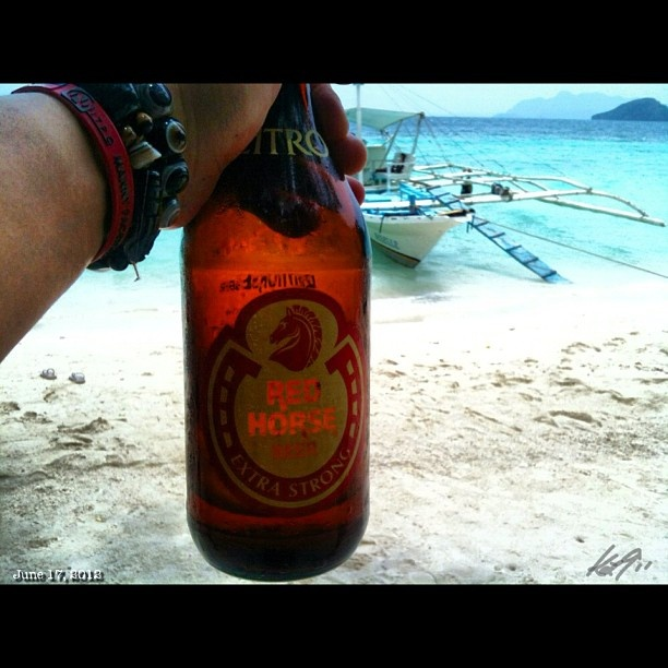 ランチタイム #coron #island #islandhopping #sea #beach #snorkeling #coral #philippines #lunch #redhorse #beer #philippines #フィリピン #スノーケリング #ビーチ #島 #ビール