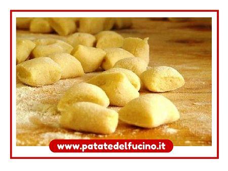 Avete mai preparato un pasticcio di gnocchi di patate?  Ecco la ricetta > http://bit.ly/gnocchi_inpasticcio