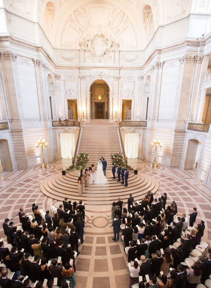 ceremony in the round san francisco city hall | Photography: Elizabeth Messina