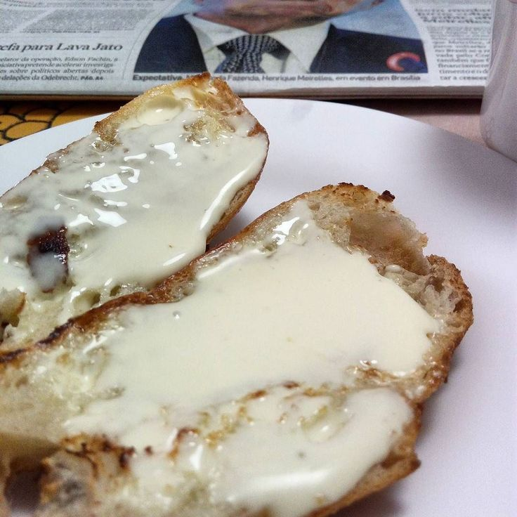 Pão com requeijão é típico só do café da manhã de São Paulo? É tão comum aqui em SP que o @starbucksbrasil Colocou no seu cardápio ?Esse aqui feito com o pão de azeite da @bethbakery está fantástico. #bomdia amores  #comidaboamudatudo  #cafedamanha