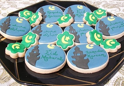 Dream It Up Cookies: Ramadan and Eid Cookies.....loooove these wish i had these kind of skills. maybe on a cake? would be easier on a larger scale