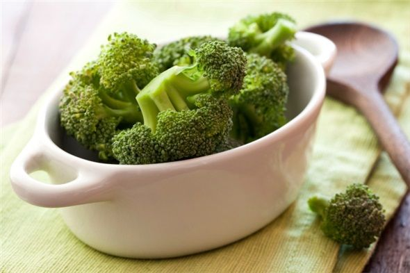 Brokoli: Özellikle cilt sağlığı üzerinde olumlu etkisi olan brokoli, antioksidan özelliği ile cilt yenilenmesini hızlandırır ve yaşlanmayı geciktirir. Cildimizi esnek tutar, morarma ve çürümenin önüne geçer.