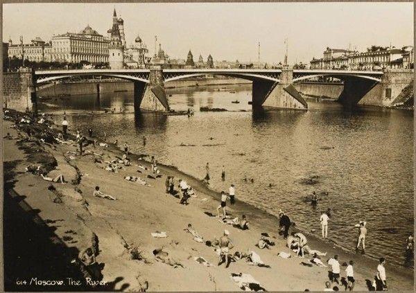 нудистский пляж недалеко от Кремля, СССР, 1920-е годы