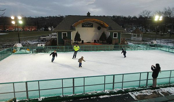 """Dec. 7 – Jan. 2: Lewiston  Family Ice Rink Academy Park, Center St., Lewiston Mon. – Thurs., 4-8pm 