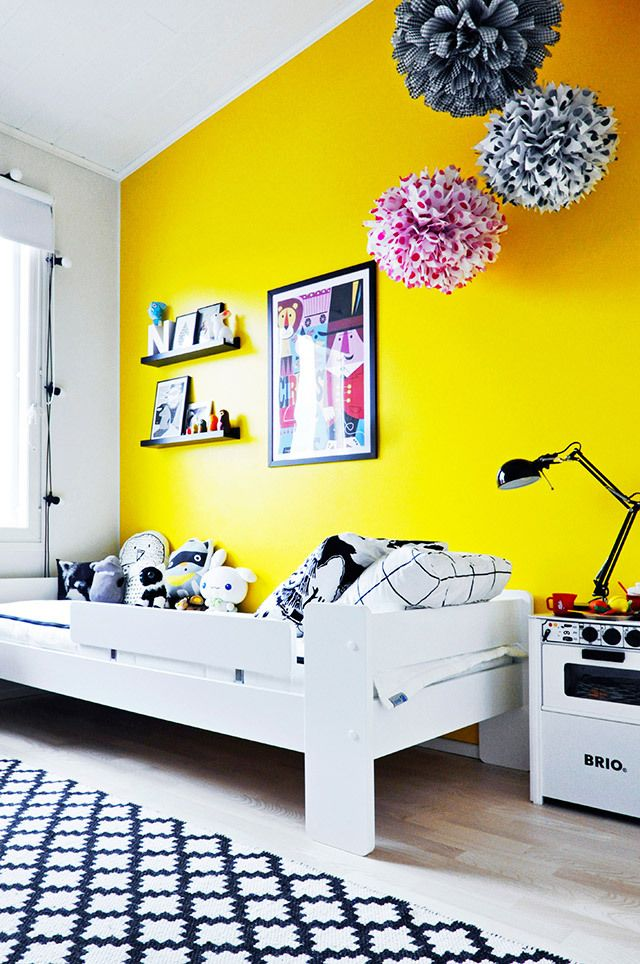 paint a wall yellow...