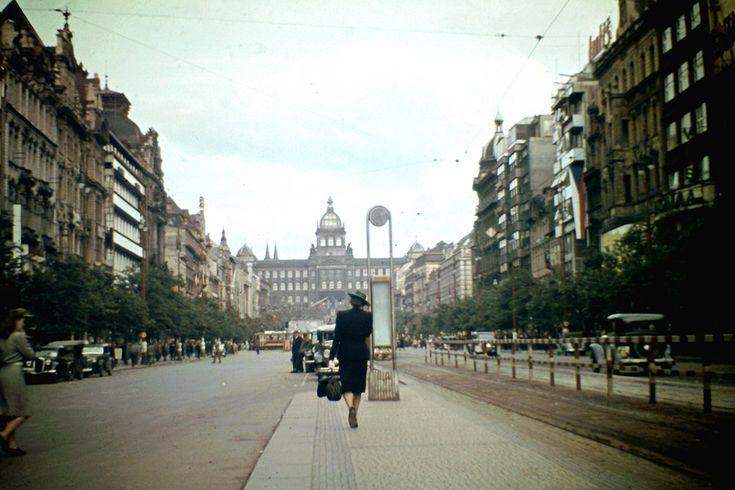 Praha, 1946 v barvě - historie a současnost