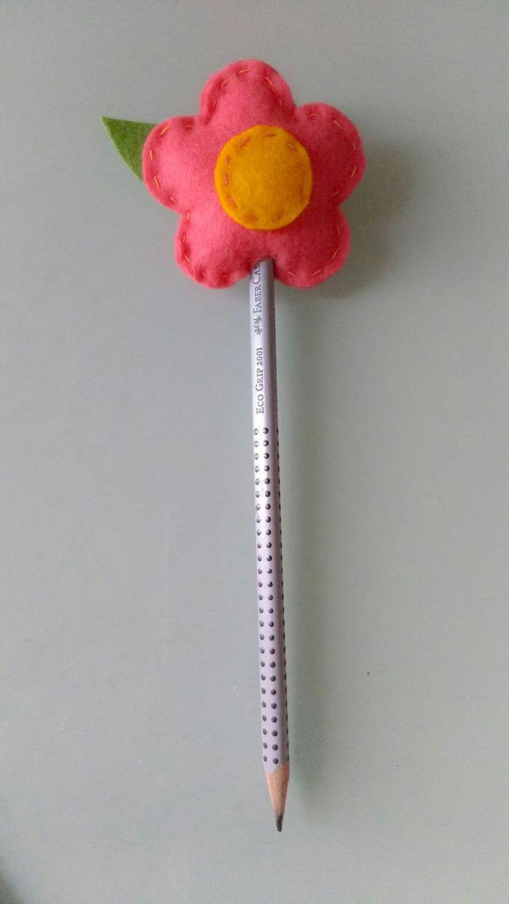 Flor ponteira lápis em feltro by Anapsiana