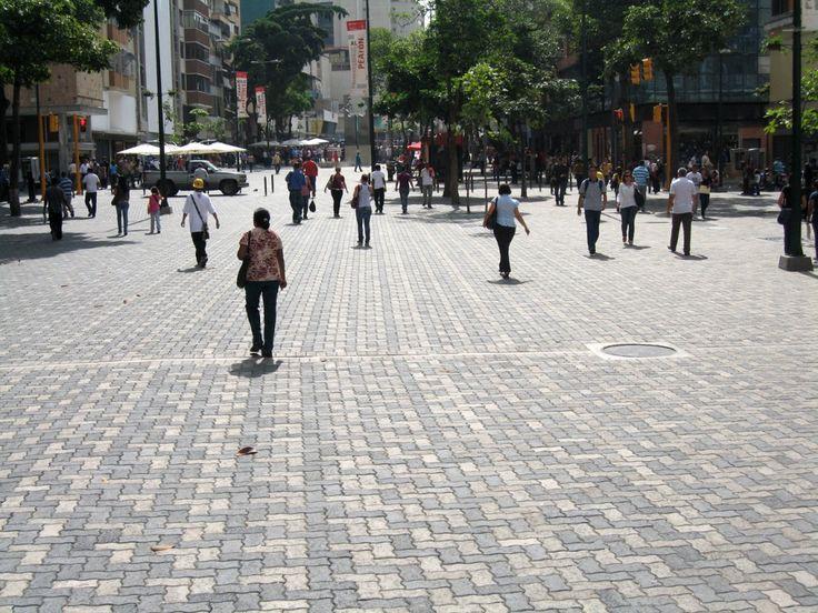 En Detalle: Pavimento y Drenaje del Bulevar Sabana Grande en Caracas, Venezuela