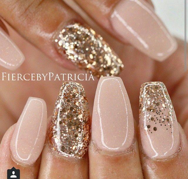 Solch schöne Champagner-Nägel, ich denke, wenn sie matt mit Glitzer wären, wäre das noch auffälliger! das sind so hübsch für neue jahre und wintergefühle! #nailart #nails #winternails