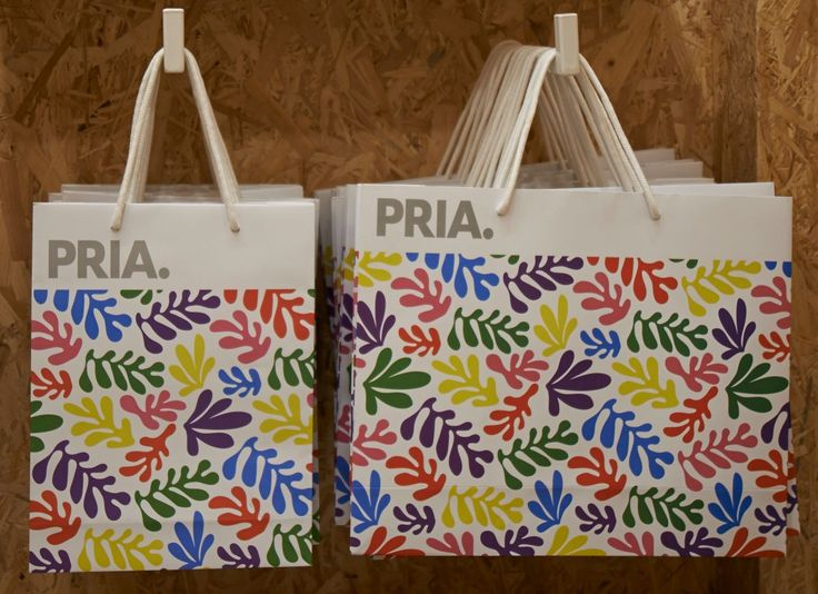 The shoppers. PRIA. Our flagship store in #Italy #Milan #Brera District. Via Ponte Vetero 22