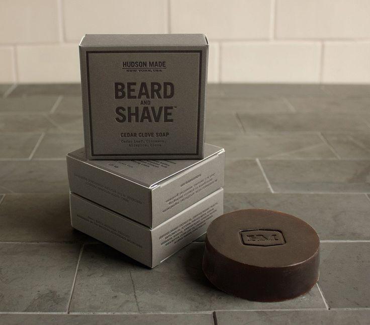 Aussi bon pour les barbus que ceux qui préfèrent se raser de près, ce savon génère une mousse foncée parfaite pour le nettoyage en profondeur de la barbe ou ...