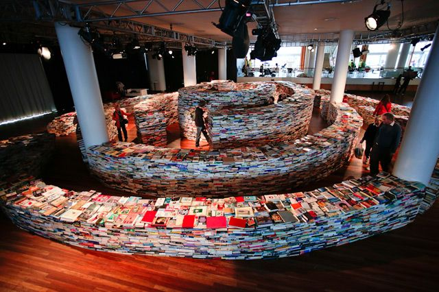 A Giant Labyrinth Constructed from 250,000 Books -  The cavalcade of art projects surrounding the 2012 Summer Olympics in London continues today with the completion of this enormous book maze designed and built by Brazilian artists Marcos Saboya and Gualter Pupo (and over fifty volunteers) at Southbank Centre.: 250 000 Books, Book Labyrinth, Book Maze, Labyrinth Constructed, Artists Marcos, Giant Labyrinth, Brazilian Artists, Labyrinths