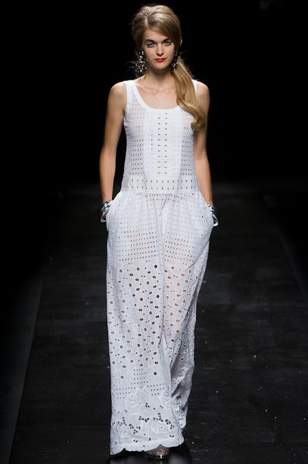 MoschinoFashion Weeks, Spring2013, Spring Summer, White Lace, Moschino Spring, Spring 2013, Fashion Editorial, Black Pants, Lace Dresses