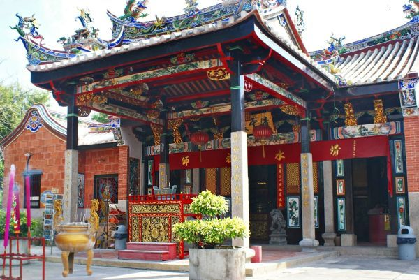 Snake Temple in Georgetownwhich is the capital of the island and state ofPenang, on the west coast of peninsular Malaysia. Colorful Places!