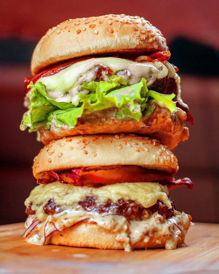 Huuum... bateu aquela fome? 😋🤷♀️ 💥Então corre pra #LaBrasaBurger, ou peça pelo delivery!🍔 ⠀ ~~ ⠀ ⠀ ⠀ ⠀ ⠀ #burger #hamburger #hamburguesa #instaburger #hamburguer #burgernation #burgerlovers #burgerporn #burgertime #shareyourburger #rango #foodies #goodies #instagood #instafood #foodlovers #phaat #eatfamous #hamburguerartesanal #franquia #business #sucesso #money #conceito #expansao #negócios #suporte #franqueado