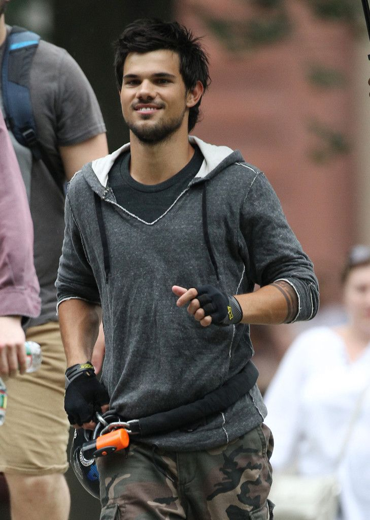 Taylor Lautner - 'Tracers' Films in NYC — Part 3