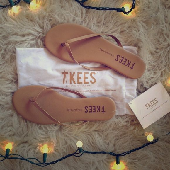 "TKEES soft flip flops in cocoa butter brown. These flip flops are so soft and they make your feet look pretty because they have an elegant shape and minimal aesthetic. Really cute. The dust bag says ""TKEES: Cosmetics for your feet""! tkees Shoes"