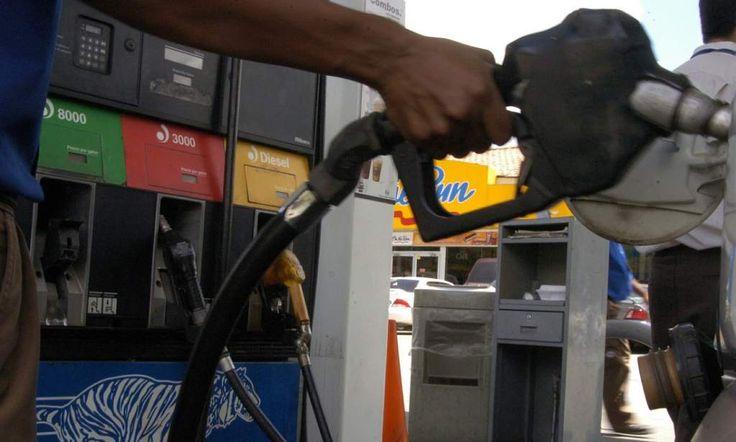 Honduras: Alza del precio del crudo impactará el año próximo Países productores de petróleo decidirán el 30 de noviembre si reducirán la producción. Honduras ha mantenido una inflación baja gracias a que el barril cuesta menos de $50. Esta semana, en San Pedro Sula, la gasolina superior cuesta L 83.15, la regular L77.20 y el diésel L67.29 el galón. Foto de archivo