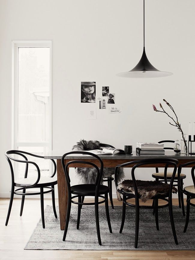 Black and white interiors, lovely black Thonet chairs with some furry animal skins (hope they are fake!) - via Stil Inspiration