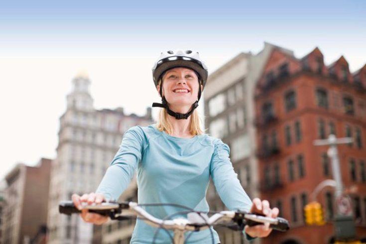 ¿Es seguro hacer ejercicio en bicicleta al estar embarazada?. El American Congress of Obstetricians and Gynecologists (ACOG) les recomienda a las mujeres embarazadas que hagan 30 minutos de ejercicio todos o casi todos los días. Para aliviar la presión que se ejerce sobre los tobillos y las ...