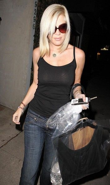 Actress Tori Spelling out shopping in Beverly Hills after having her hair cut at Byron Allen hair salon.