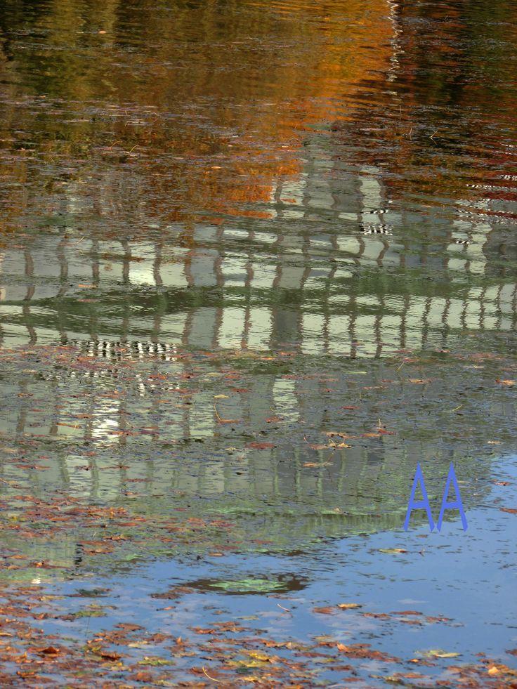 Ympyrätalo, Helsinki   Reflection Aili Alaiso Finland