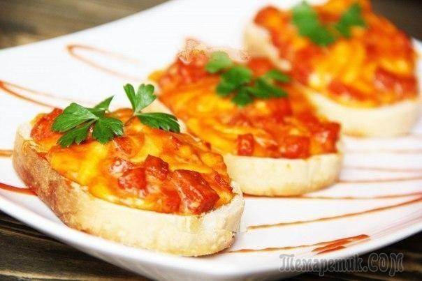 Горячие бутерброды можно приготовить на завтрак, для пикника или сытного перекуса. Сегодня предлагаю горячие бутерброды с колбасой, сыром и яйцом. Они так просто готовятся, что сделать их сможет даже ...